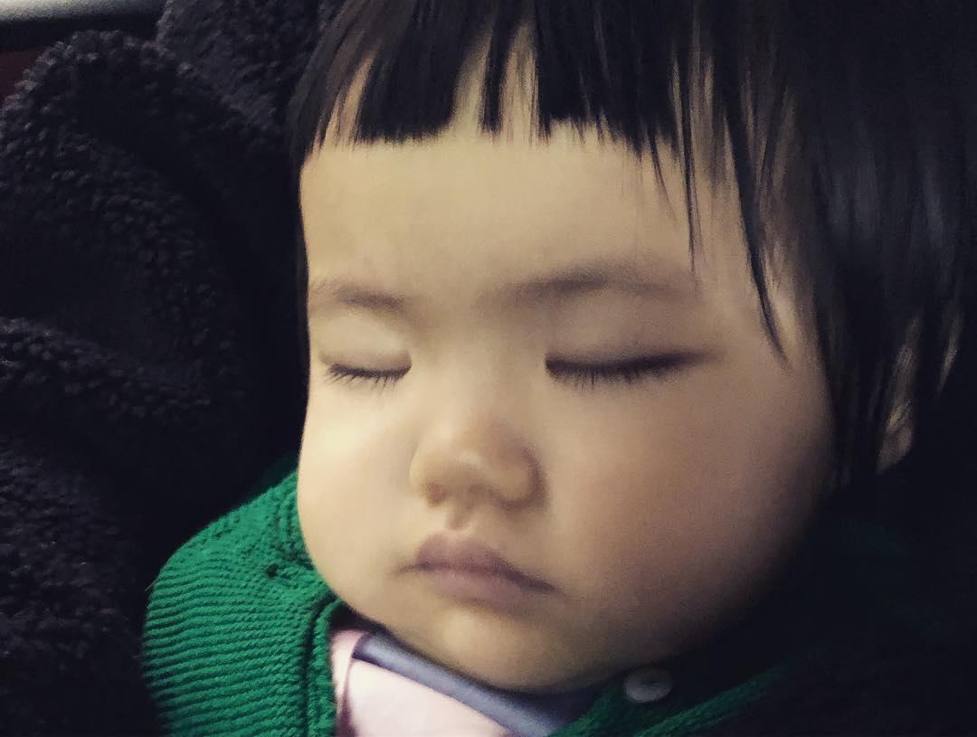 元元在生日會顯得有點天然呆,最後更睡着了。
