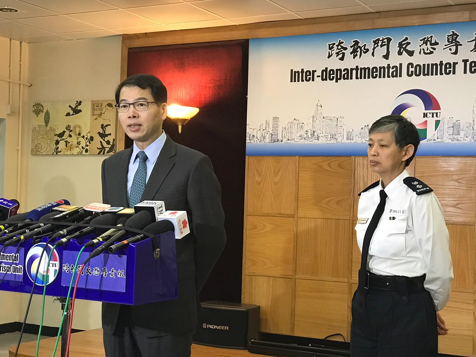 区志光指香港恐袭级别维持在中度。右为梁咏霜。