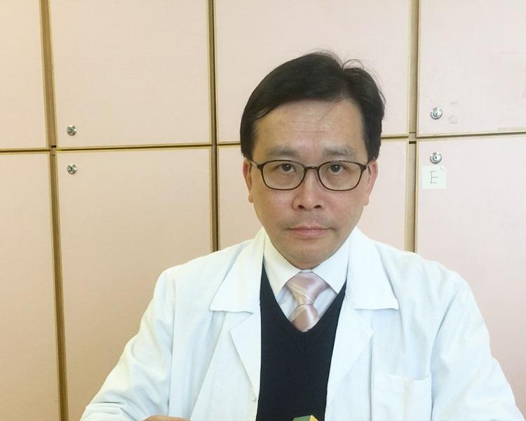 崔俊明講解為何接種麻疹疫苗後仍感染麻疹。資料圖片