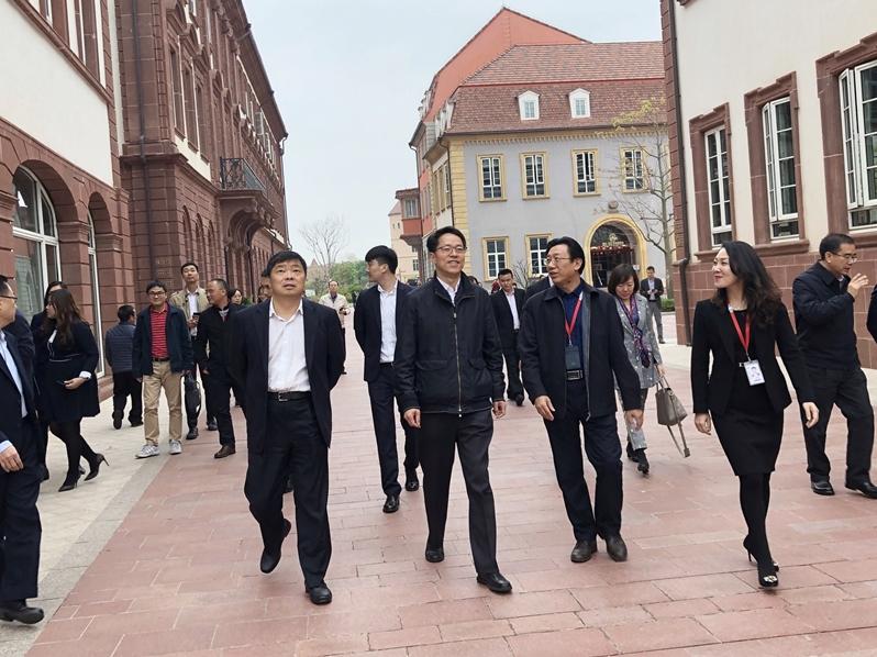 張曉明及王志民等一連三日,專程走訪廣東自貿試驗區珠海橫琴、廣州南沙和東莞。
