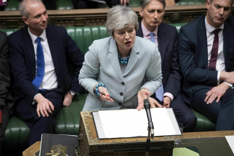 英国国会通过无约束力的脱欧修正案,要求让议员辩论各个脱欧选项作指示性投票,决定脱欧方案和时间表。AP