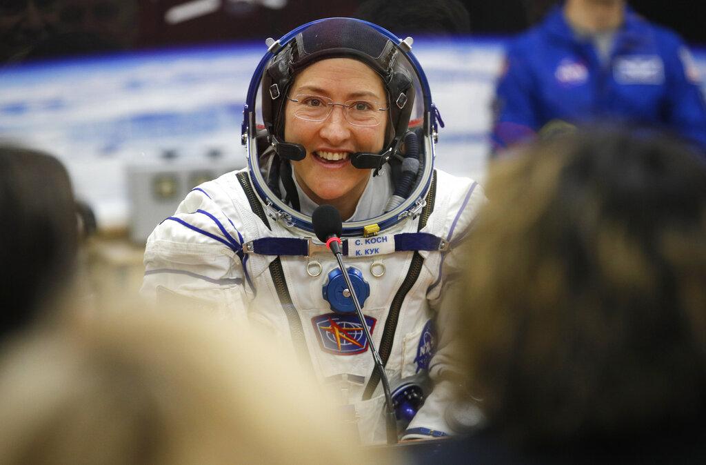 美国太空总署只能準备一件太空衣给女太空人科克(Christina Koch)穿着。 美联社图片