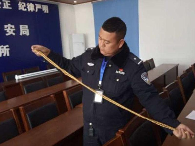 長一米多,380克,價值11萬的大金鏈被搶,讓辦案警員頗為驚訝。(網圖)