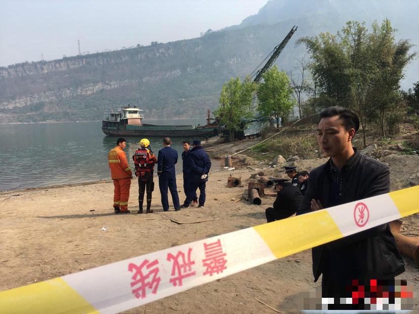 當地政府、海事、公安、消防正在組織施救。微博圖片