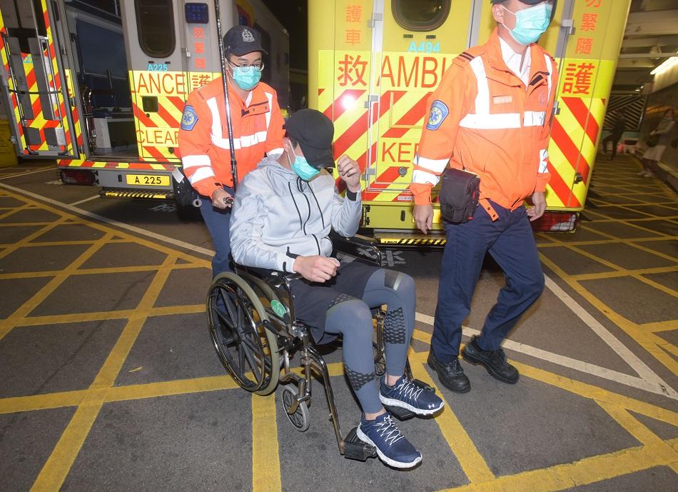 郭子豪一度表示不適,清醒被送往伊利沙伯醫院治理。