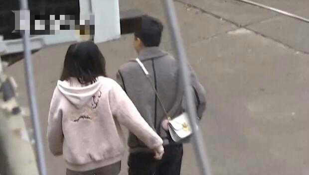 正當民警準備去找疑犯進行調查時,小薇卻說要帶疑犯一起過來撤案。網上圖片