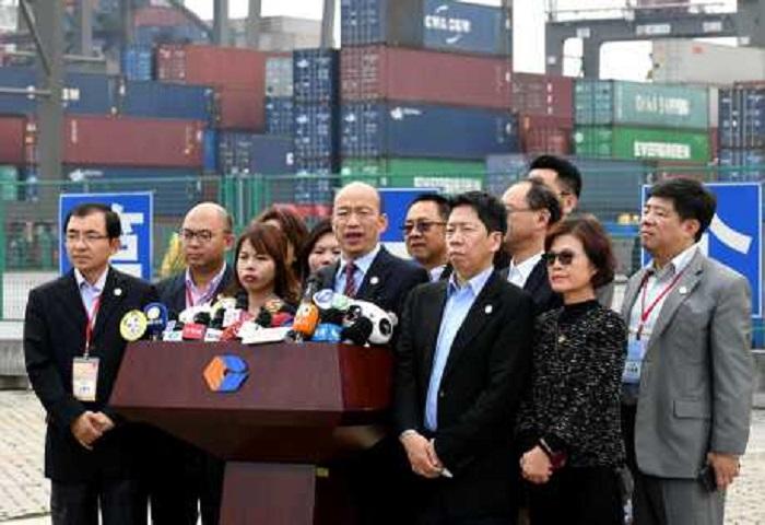 韓國瑜參訪完海滄碼頭後說,站在廈門看到金門想到過去戰爭,有感兩岸和平是多麼重要。