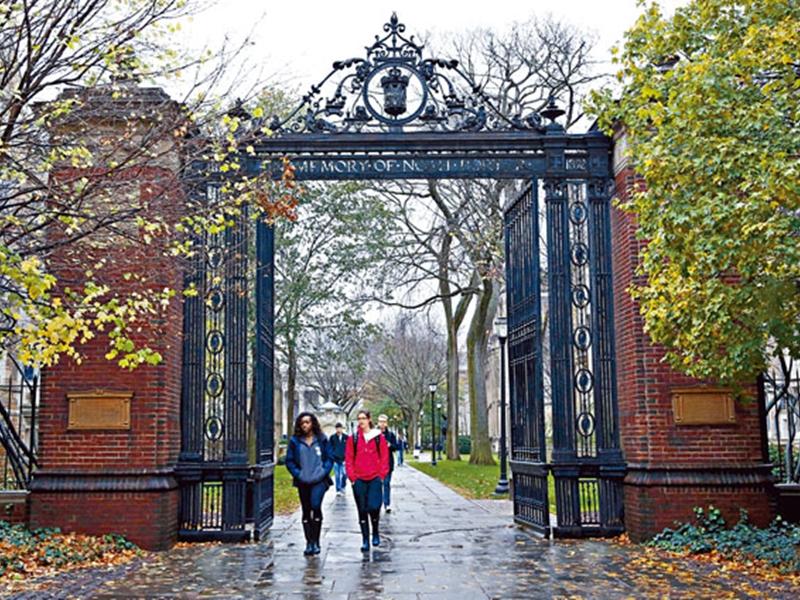耶鲁大学日前在声明中说,校方已褫夺一名女生的入学资格。