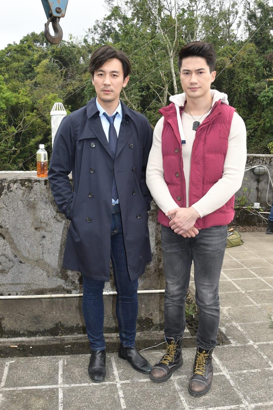 郭子豪在譚俊彥(左)陪同回應醉駕事件。