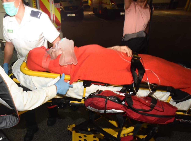 該名女職員腳部受傷,送往伊利沙伯醫院治理。