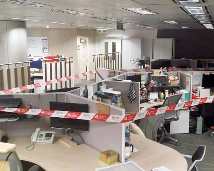 國泰圍封染病女職員位置清潔。(fb PLAY HARD 玩硬專頁網民Hilda Lam圖片)