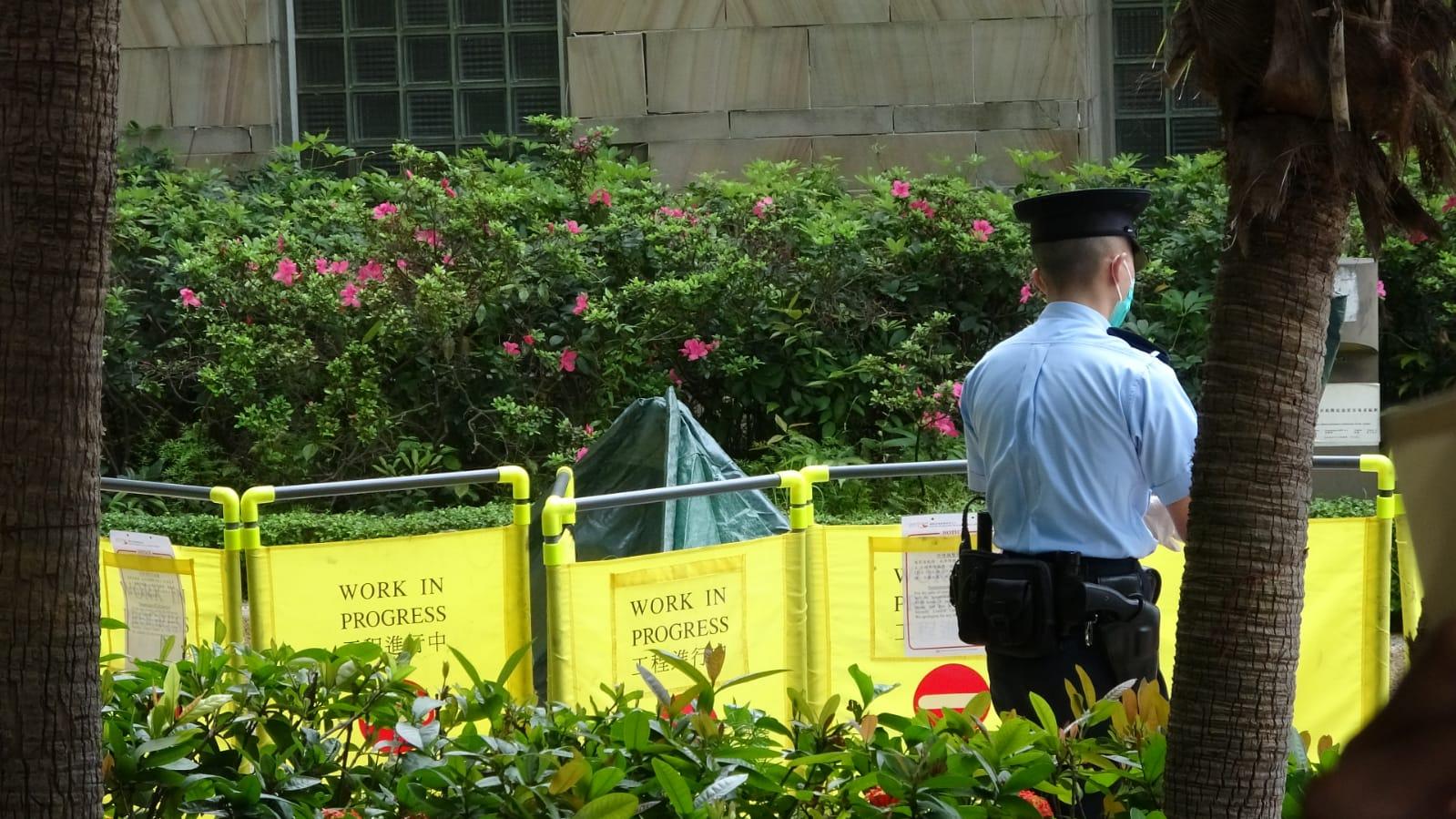 警方正調查死者身份及墮樓原因。楊偉亨攝