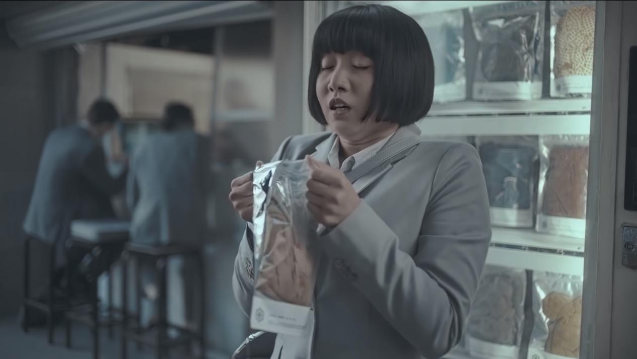 德国家具建材超市Hornbach在推出一则商业广告后,受到社交媒体用户的一片批评。  影片截图