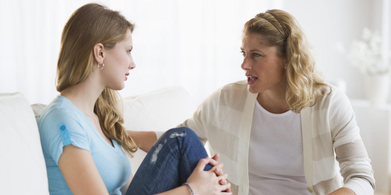 有研究指唠叨妈妈有助女孩成长。 示意图