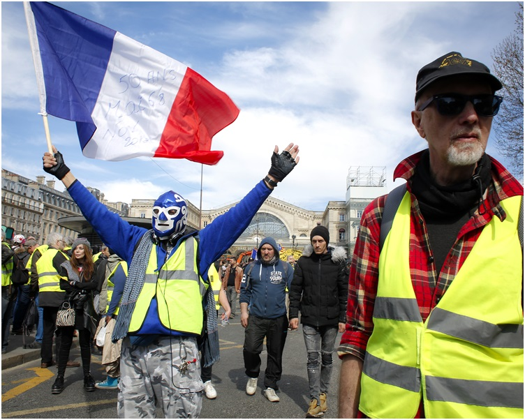 巴黎有§灼4000人参与示威。