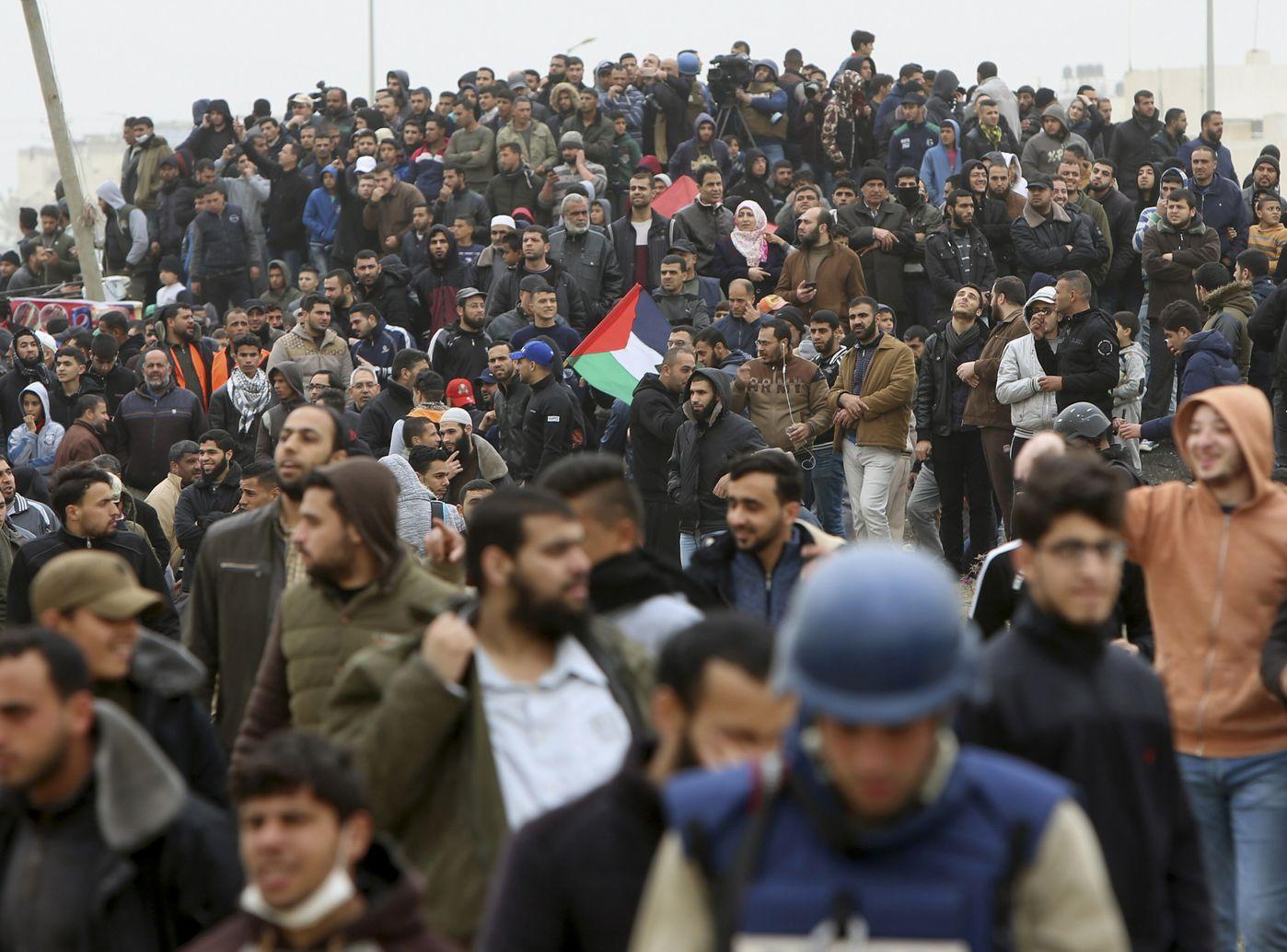 约4万名巴勒斯坦人昨日在加沙边境示威。