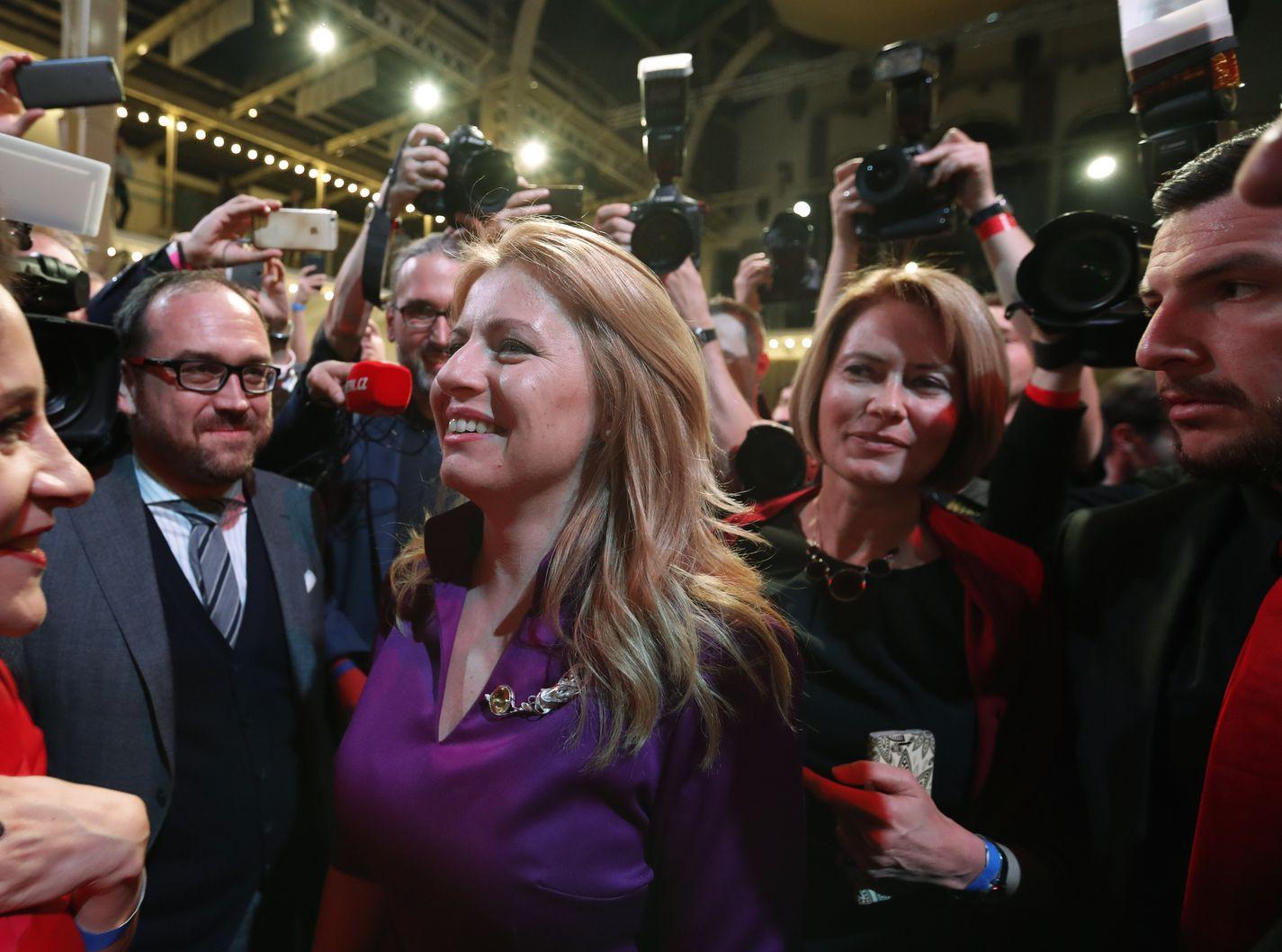 卡普托娃成为该国首位女总统。