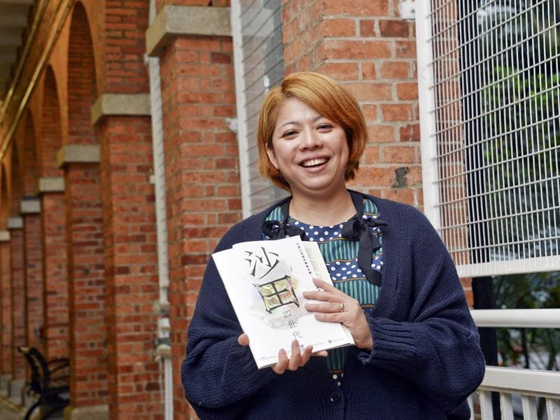 江倩瑩指,劇團素以互動的戲劇教育,讓學生走入學校巡演「左右」劇情發展。