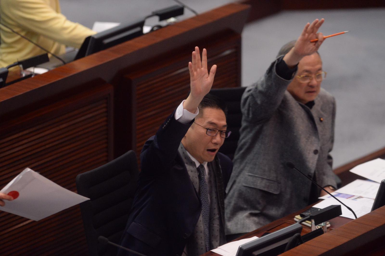 邵家輝(左)反對空置稅,認為會破壞自由市場。