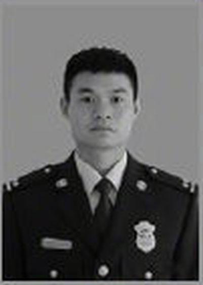 蔣飛飛是四川省森林消防總隊涼山州支隊中隊長。微博圖片