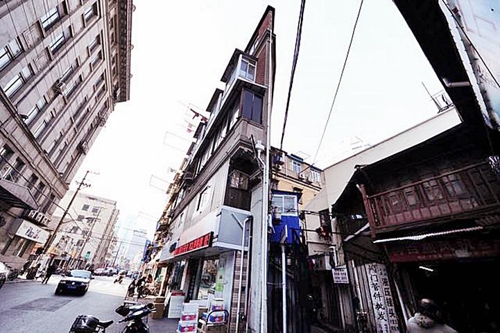 上海「紙片樓」最近成為打卡熱點。