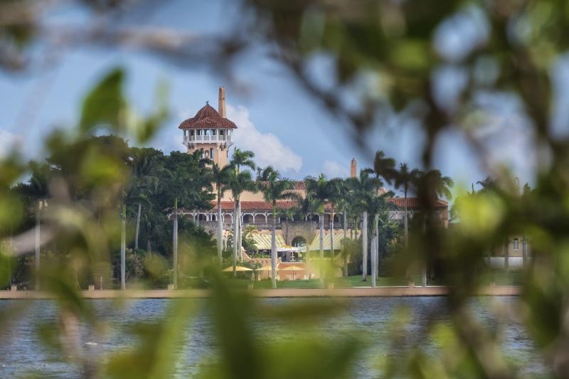 美国总统特朗普上周六在佛罗里达州私人别墅海湖庄园度假时,一名持有两本中国护照及恶意软件的中国女子闯入。