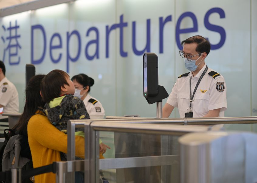 新增个案包括2名幼童及1名机场员工。资料图片