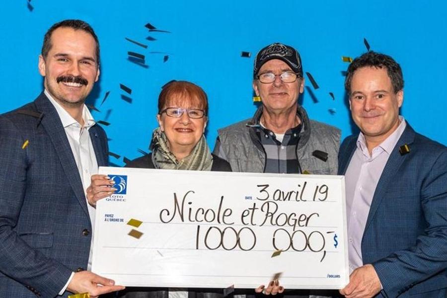 加拿大一對夫婦在書中找到被遺忘了一年的中獎彩票,幸好趕及在過期前最後一刻領取100萬加元。 Twitter圖片