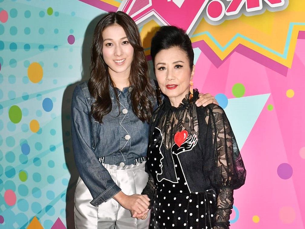 汪明荃和鍾嘉欣影節目《娛樂大家》。