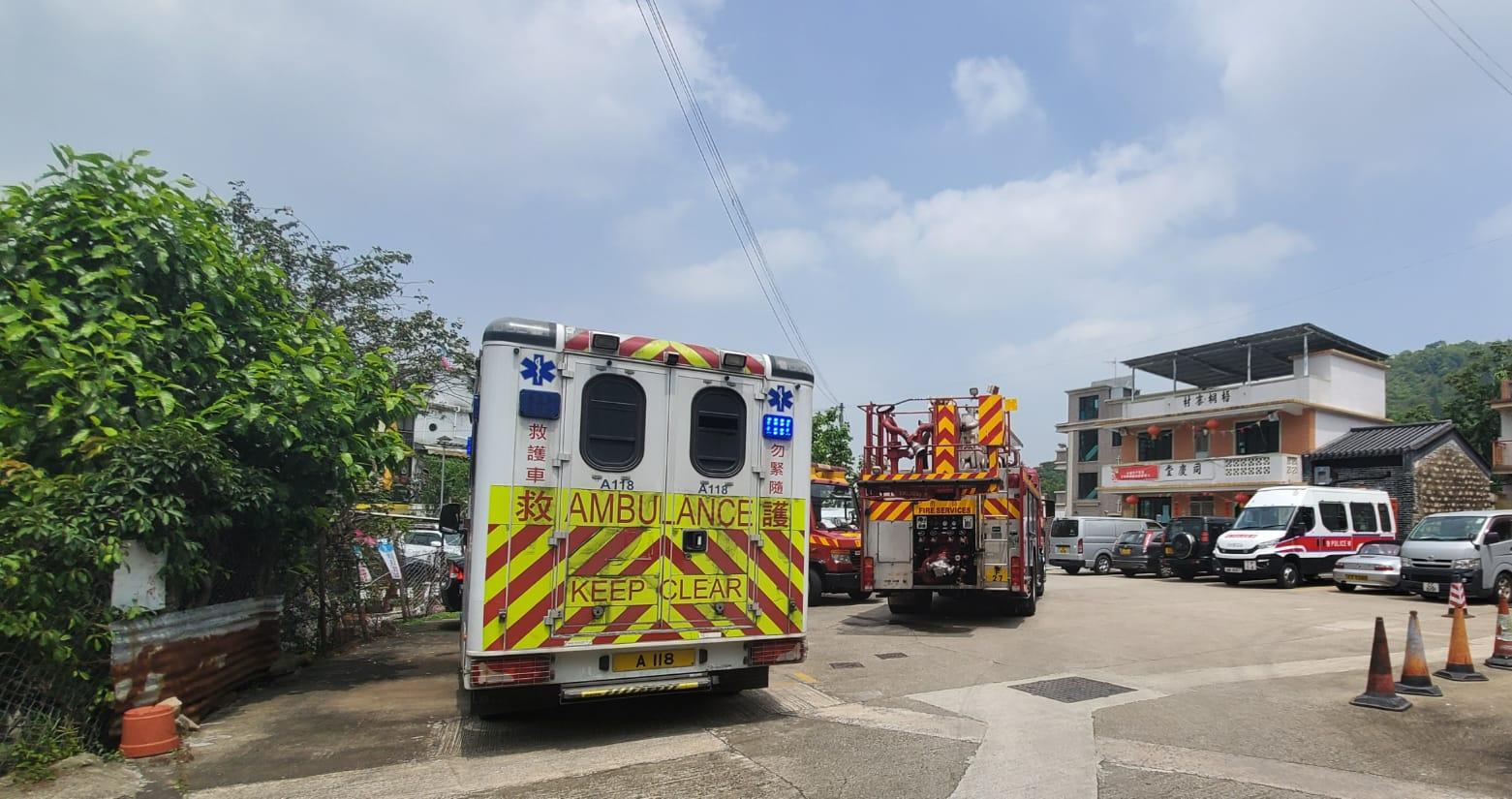救援人員到場拯救。