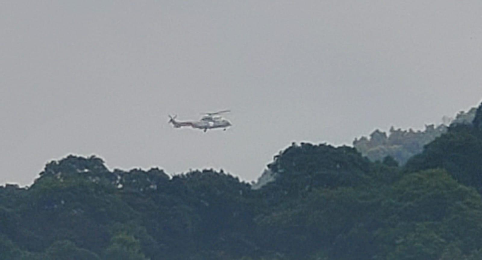 直升機救起女事主送院治理。