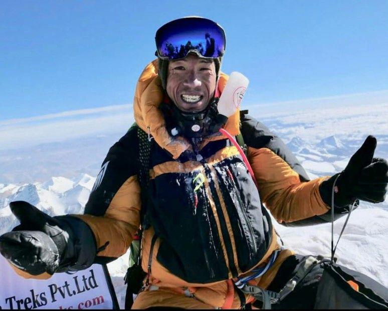 黃偉建於去年五月首次嘗試攀珠峰,五月十七日成功順利攀爬,成為第九位成功登上珠峰的香港人。