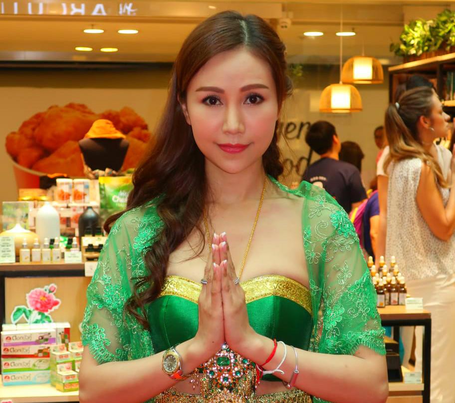 仙樂都以泰國傳統服飾示人
