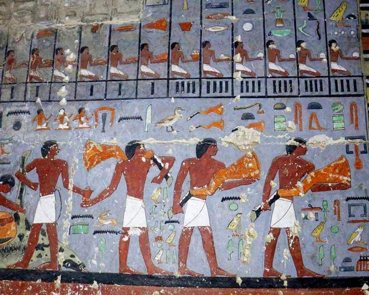 古墓内有完整壁画。