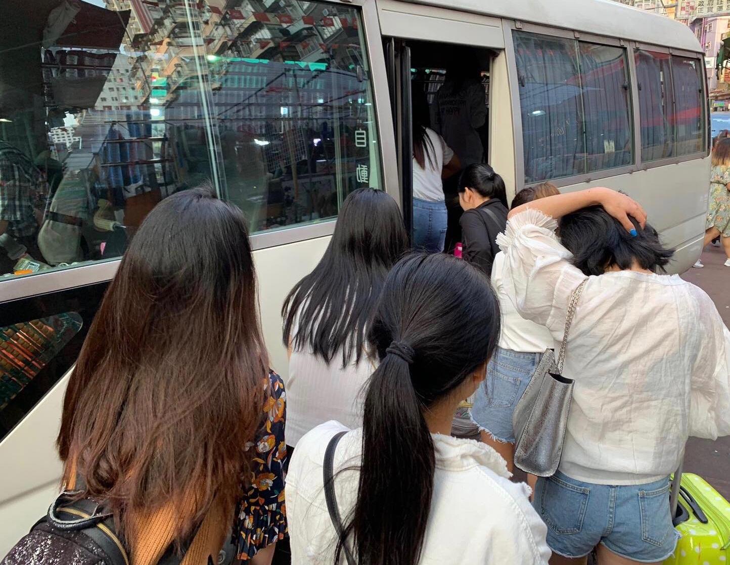 部分被捕女子。