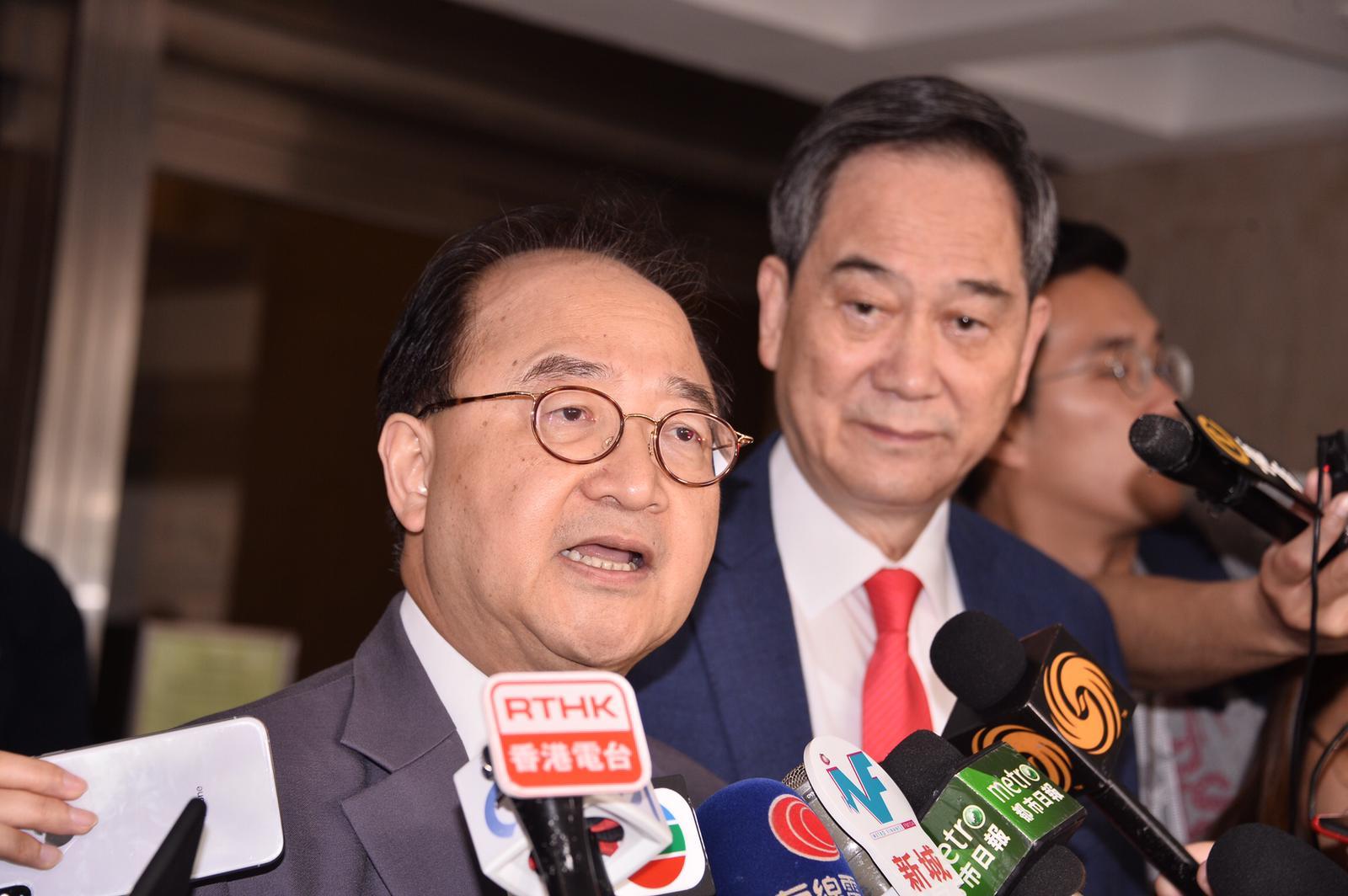 乡议局律师林国昌与乡议局副主席林伟强。
