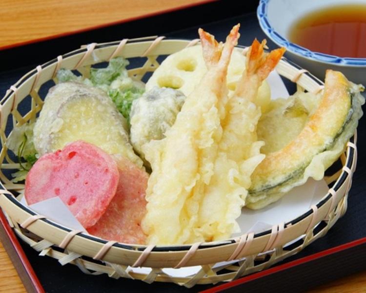 日本女顾客因正在减肥,将天妇罗的炸浆去掉,但此举惹怒店主,要求她离开。(网图,非涉事店家食物)