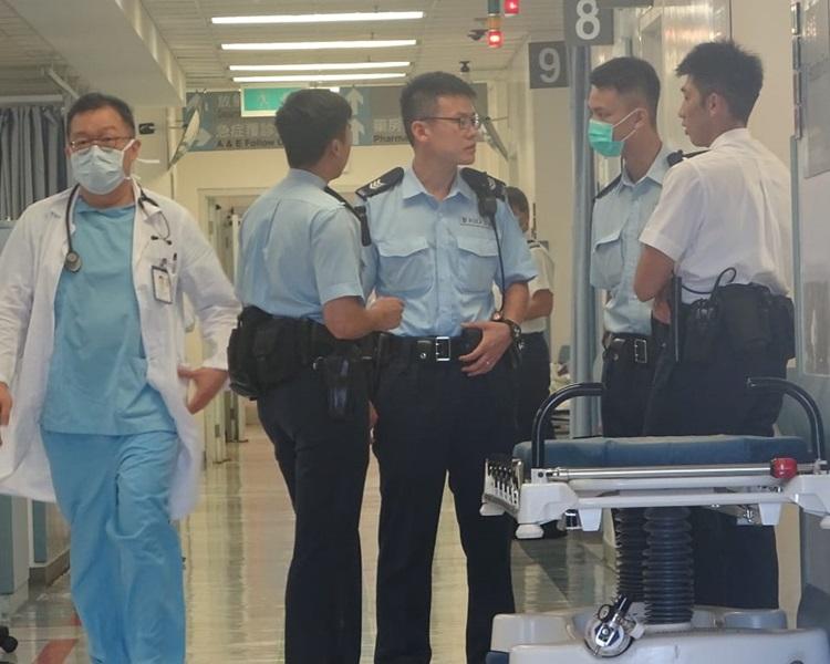 受伤工人被送往博爱医院抢救后证实不治。