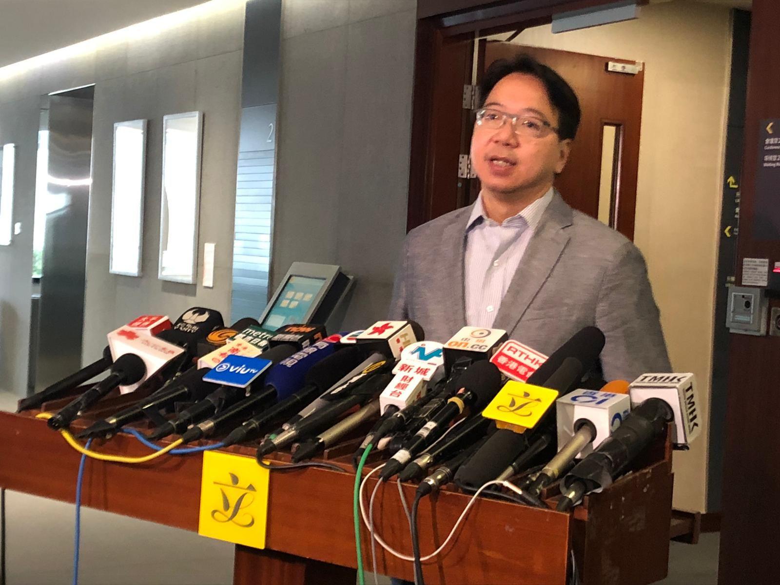 莫乃光表示,对局方的回应感失望及愤怒。