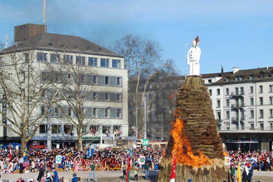 瑞士蘇黎世Sechselaeuten廣場每年都會舉行燒雪人的儀式。 網上圖片