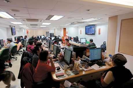 星展香港經濟研究部經濟師謝家曦亦認為,港股重上3萬點心理大關,吸引資金重新流入本港「並不出奇」。資料圖片