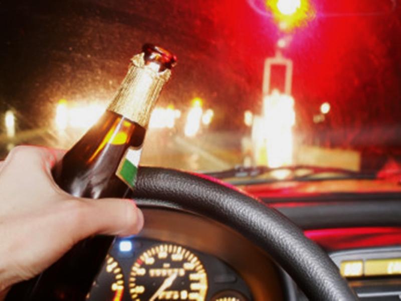 內蒙古一名沒有駕駛證的男子酒後駕駛撞上出勤交警和輔警,致一名輔警死亡。  示意圖