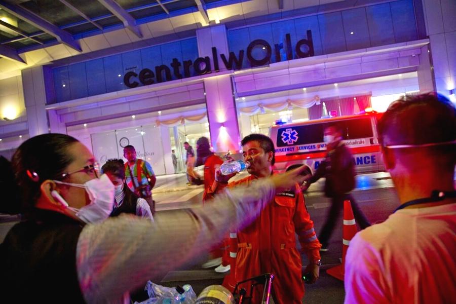曼谷購物商場Central World發生火災。  AP圖片
