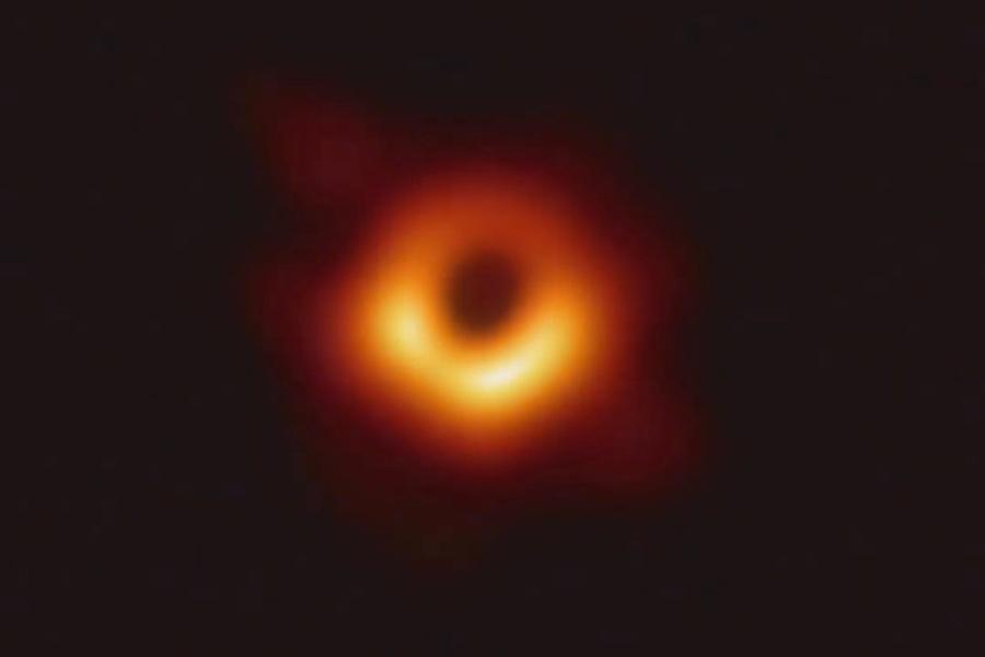 人類首張黑洞照片。 網上圖片