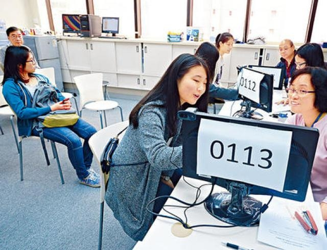 今年有3511人办理现场报名手续。资料图片