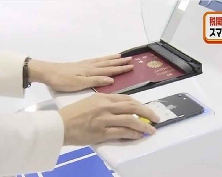 凭护照及手机最快可5秒通关。新闻截图