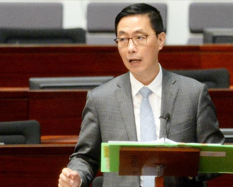 楊潤雄強調,教育局對學校的監管工作一直無減輕。資料圖片