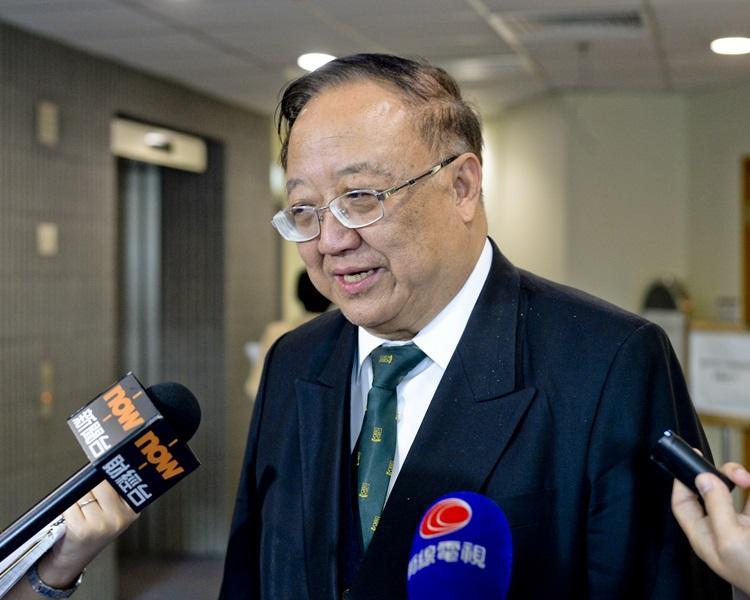 劉允怡同意專業自主,但認為也不能凌駕大眾利益。
