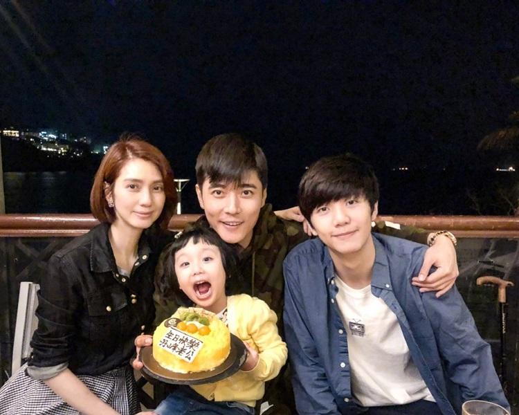 洪欣與張丹峰傳出婚變。微博