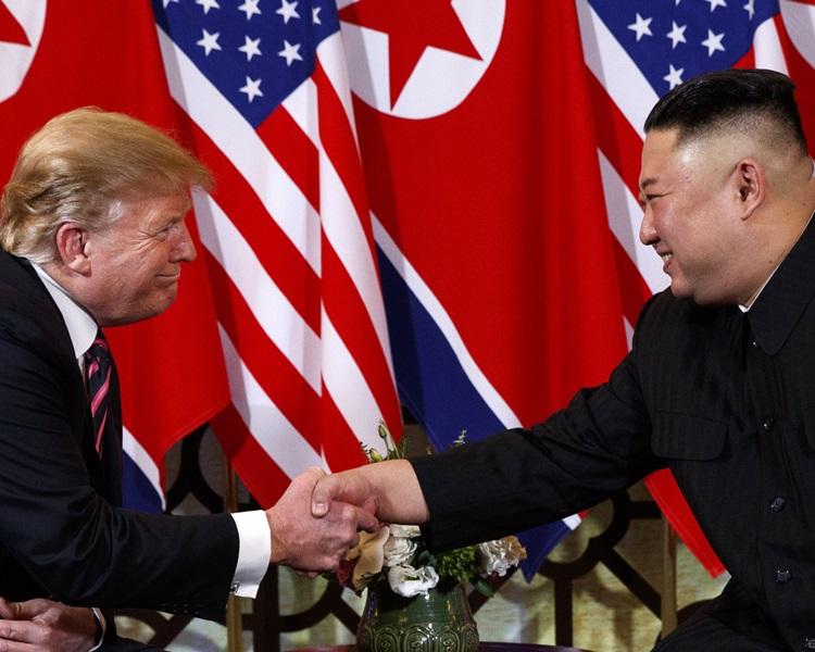 金正恩(右)重申他與特朗普的個人關係良好。AP資料圖片